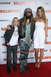 photo-Rob-Zombie-vocal-band-Rob-Zombie-Feel-So-Numb
